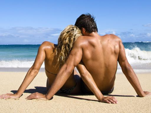 Sexy-Couple-Back-View-On-Beach-512X384-1782