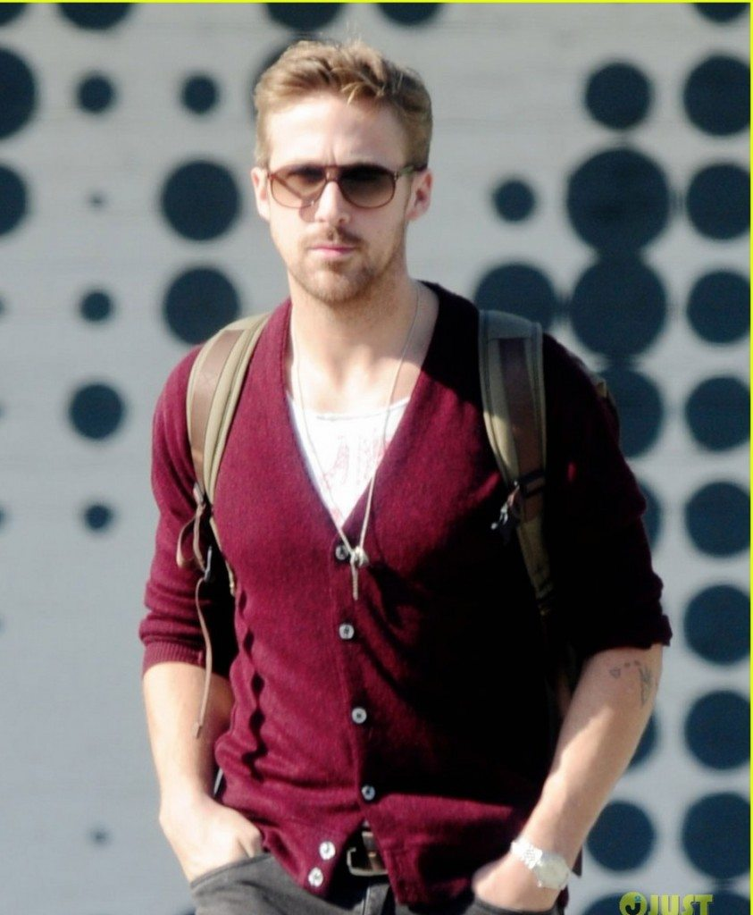 ryan-gosling-wears-new-sweater-for-breakfast-05